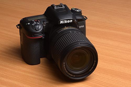 نیکون Nikon D7500