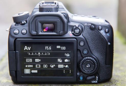 Canon EOS 80D 9